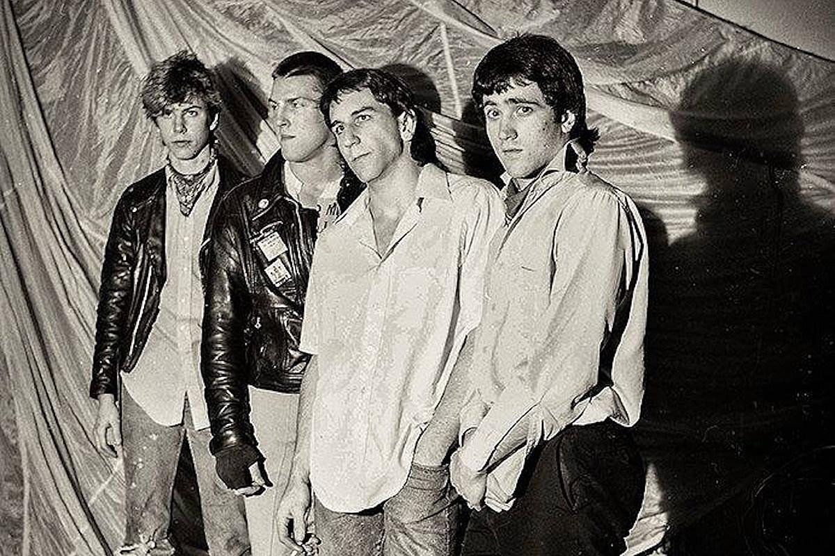 Послушайте юную панк-группу The Living Даффа Маккагана до GN'R