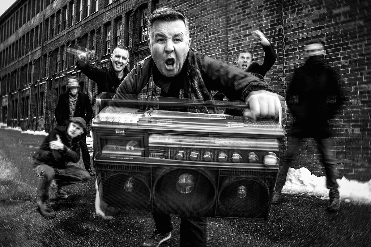 Dropkick Murphys дебютировал с новой песней 'Middle Finger' с 10-го альбома