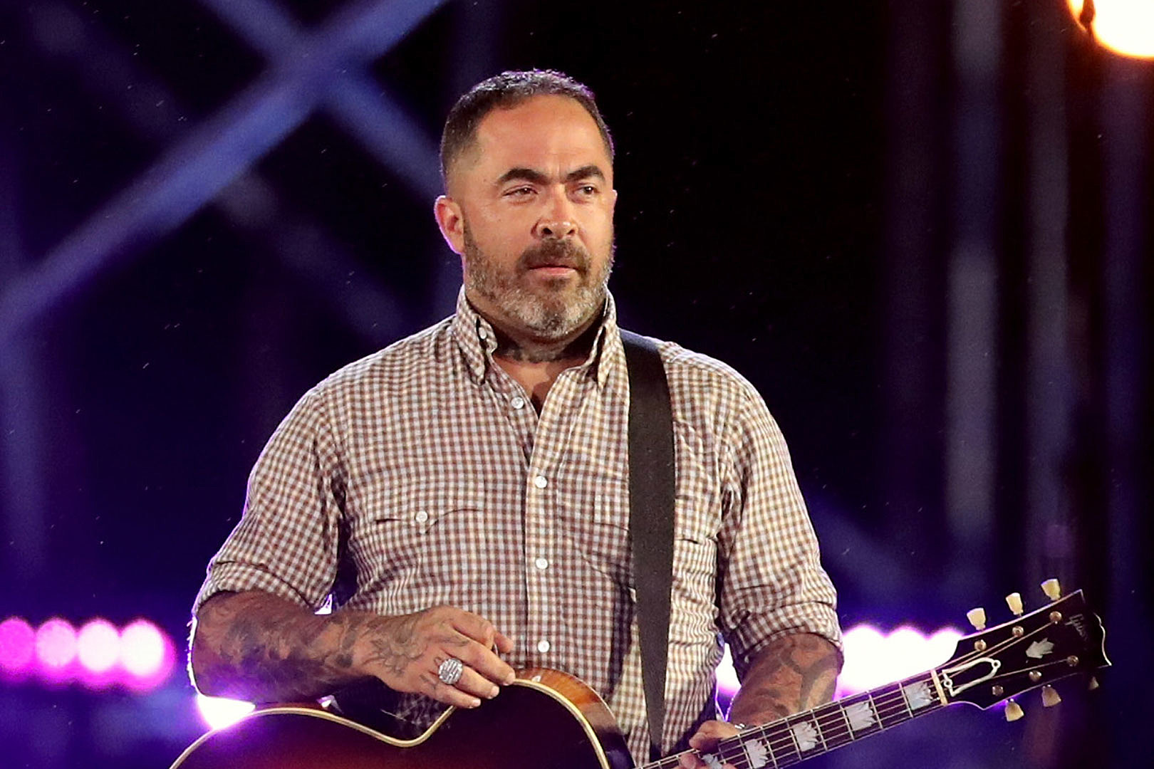 Aaron Lewis Books 2021 U.S. Tour With Stateliners Backing Band