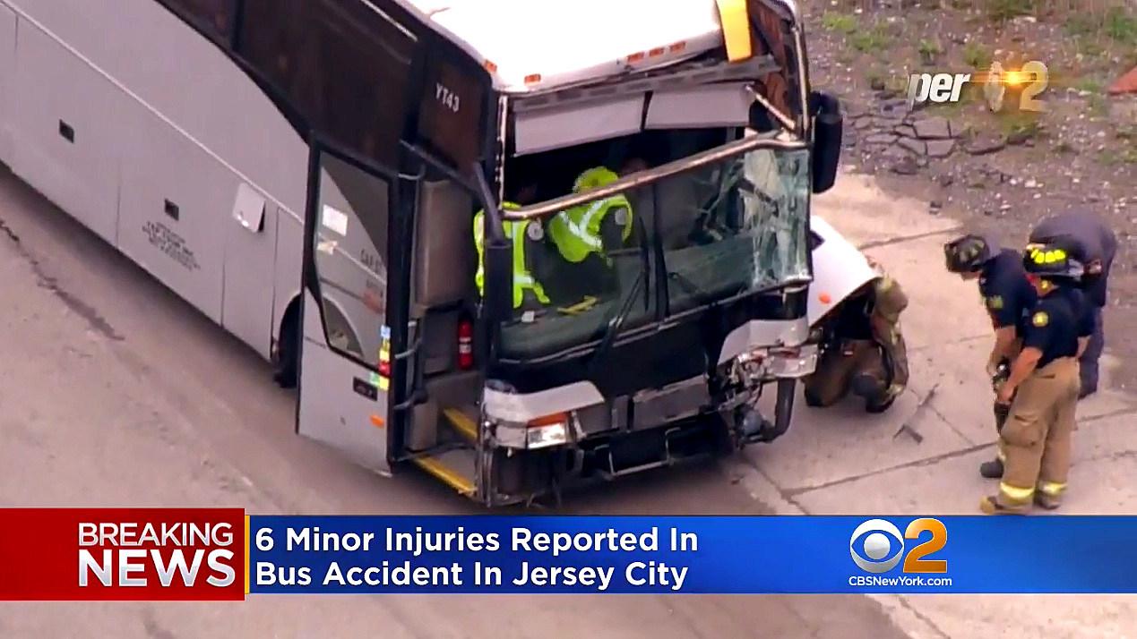 6 injured in charter bus crash near Holland Tunnel