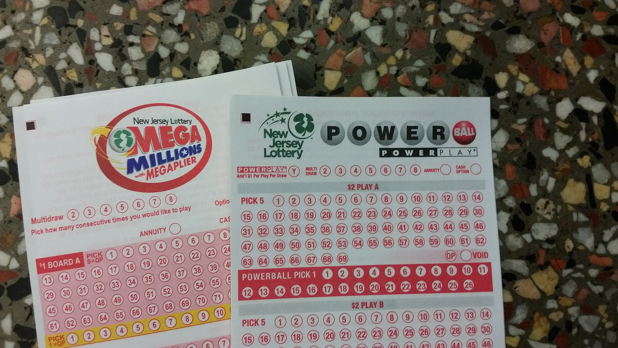 Powerball, Mega Millions jackpots both over $300 million