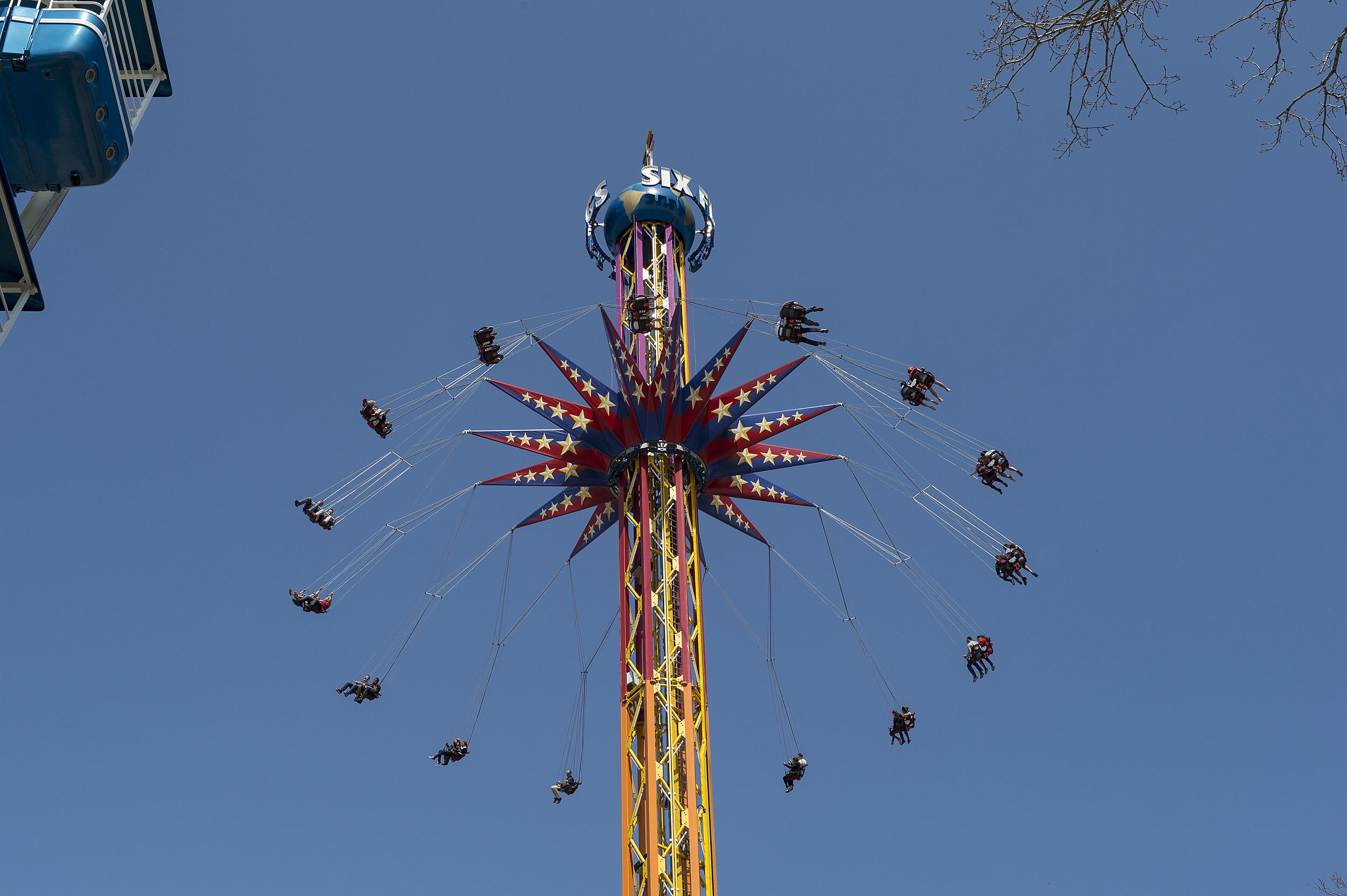 Six Flags Skyscreamer Gets Stuck In The Cold