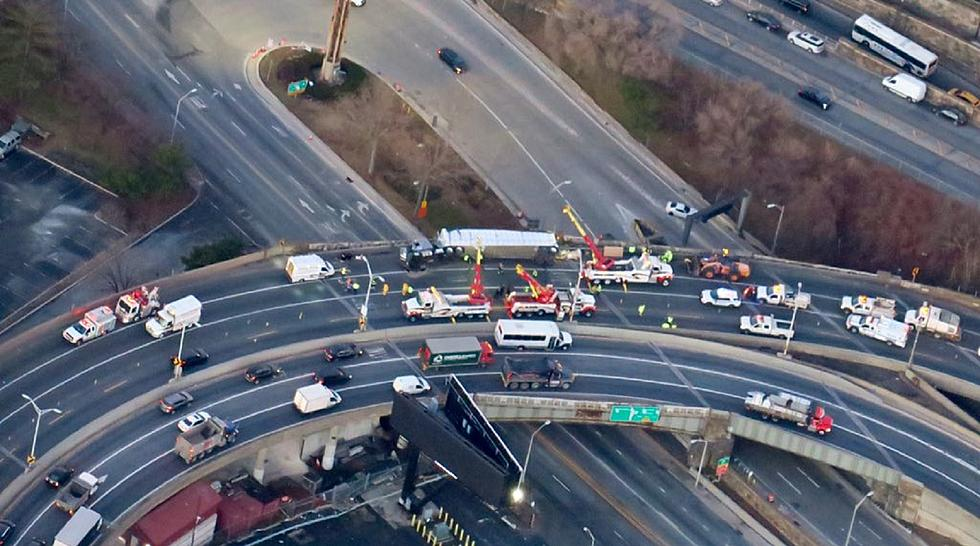 Lincoln Tunnel closed into New Jersey by overturned garbage