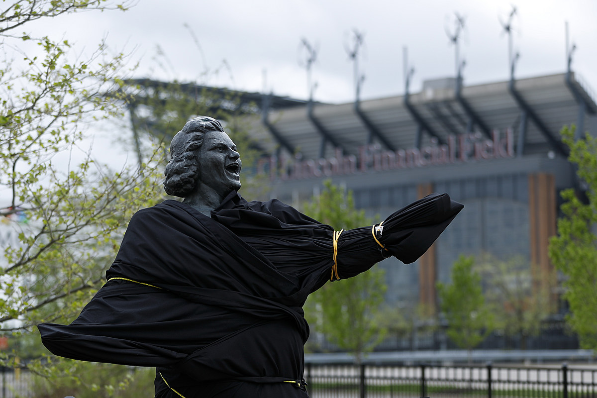 Flyers take down Kate Smith statue completely over racist lyrics