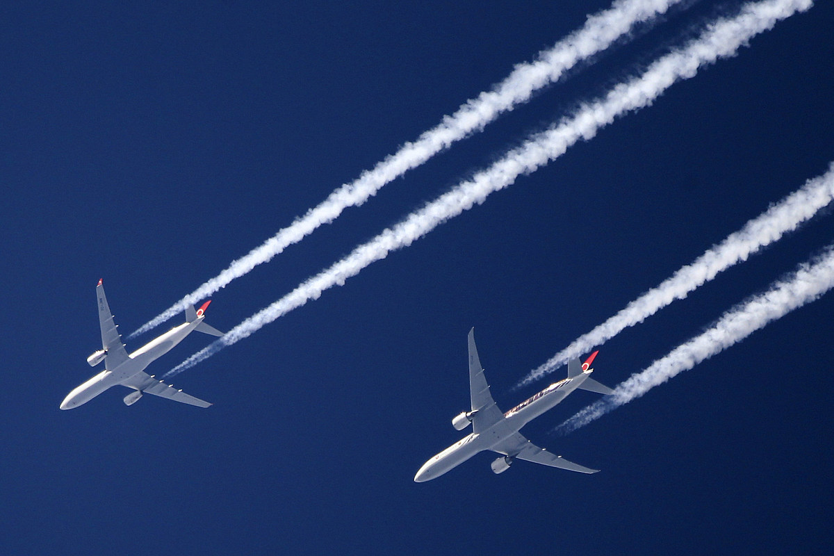 FAA says green laser pointed at three commercial planes over NJ