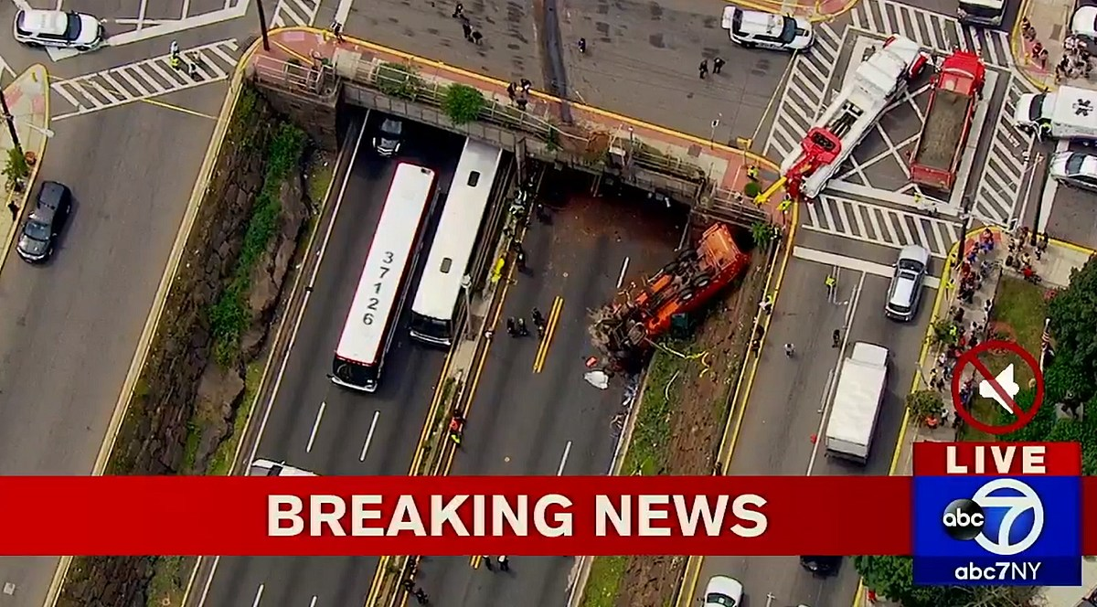 Lincoln Tunnel closed after garbage truck falls onto highway