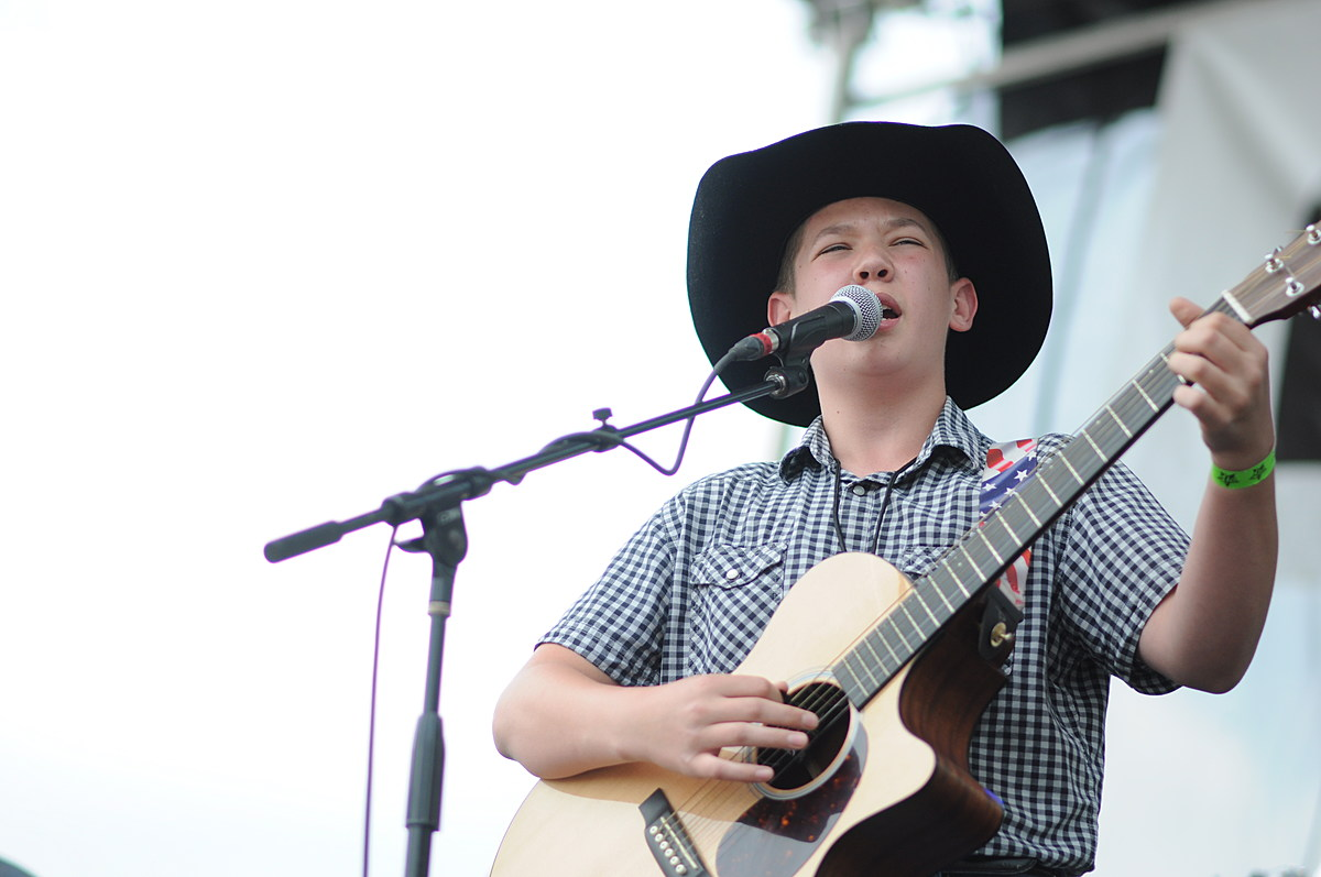 Rylee Lum Wows Crowd at FrogFest
