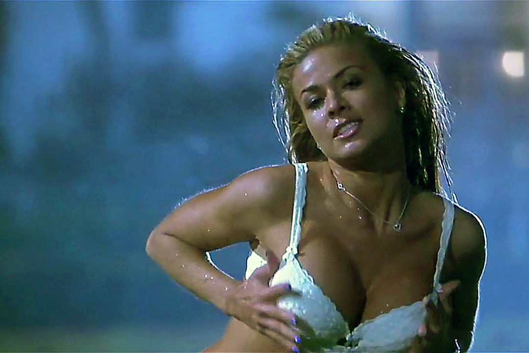 Sexy images of carmen electra in bra