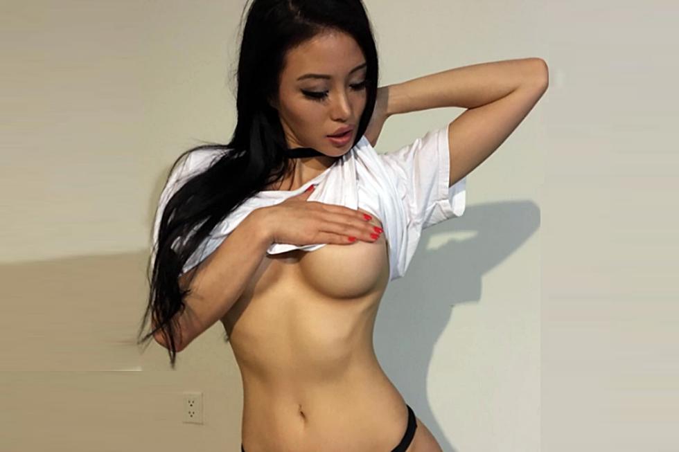 naked mature wemen butts