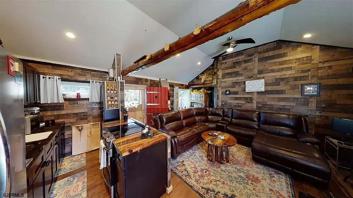Cabin Indoor View Featured Image jpg?w=1200&h=0&zc=1&s=0&a=t&q=89.