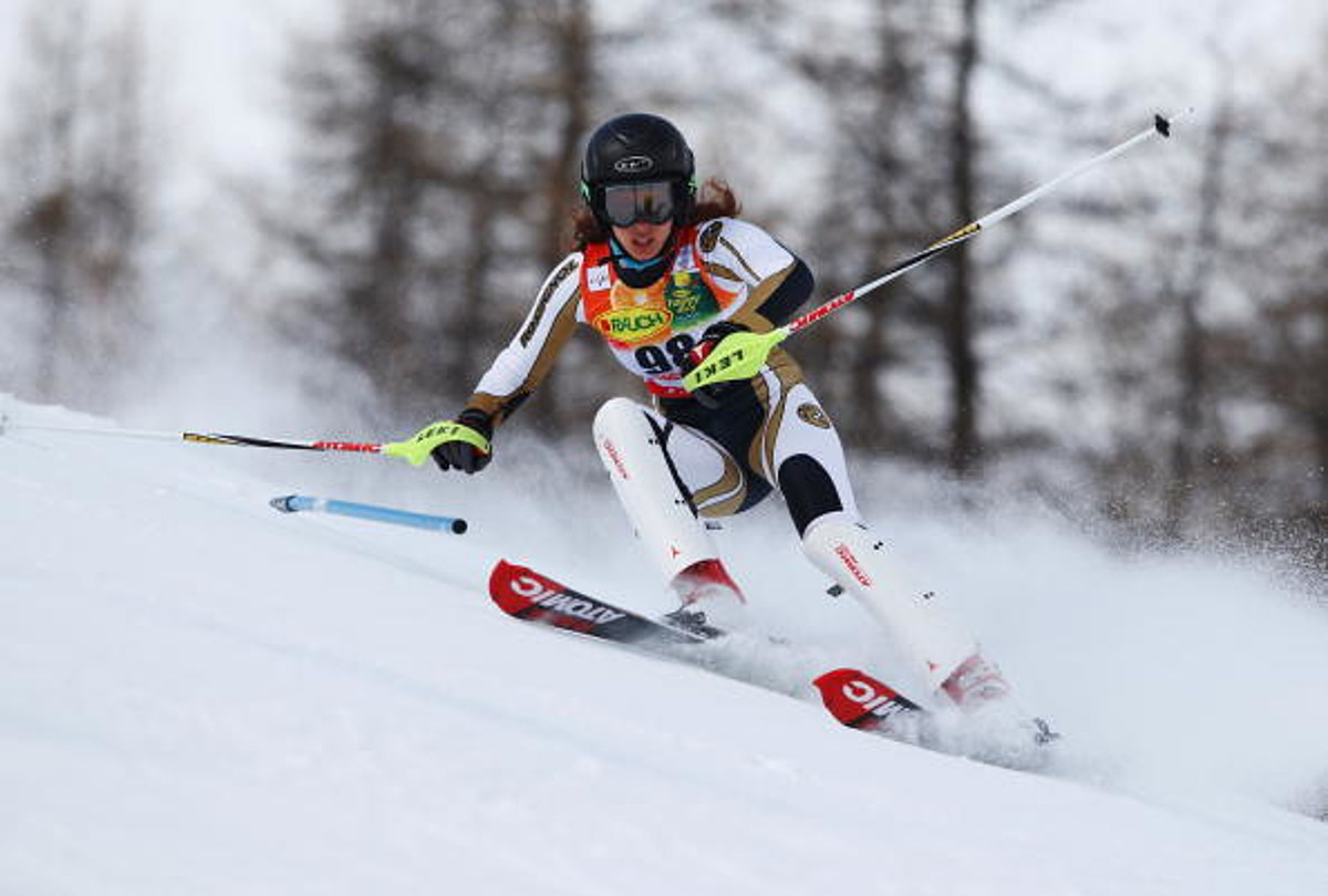 Lebanese Olympic skier apologizes for topless photo shoot