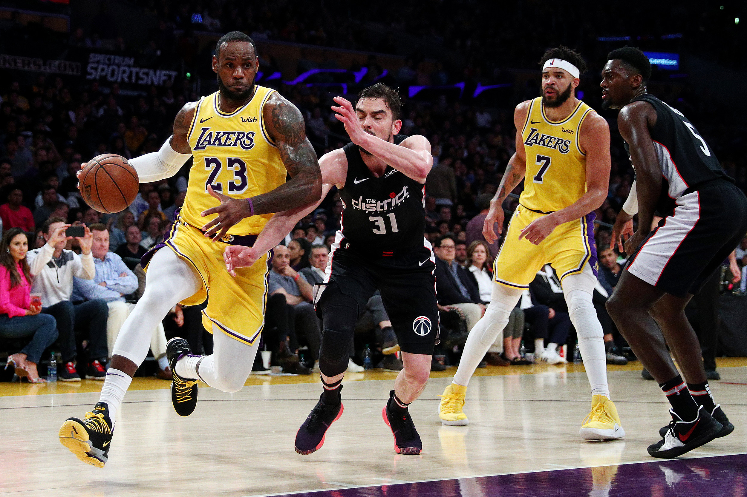 317ea5c4e36a LeBron Leads Lakers Past Wiz 124-106 for Back-to-back Wins