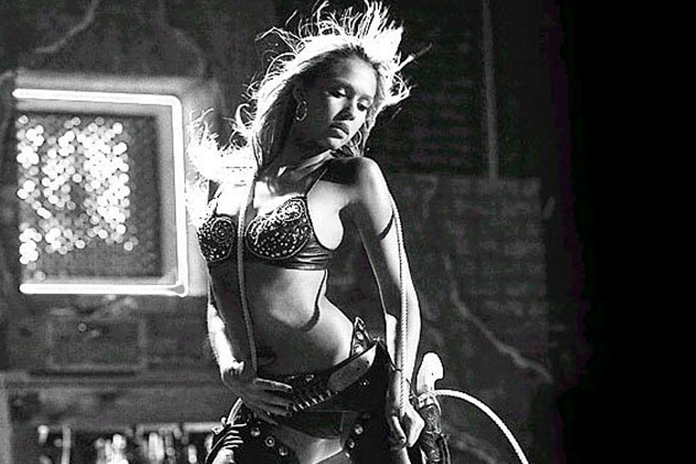 Jessica alba zieht sich nackt aus schwarzer
