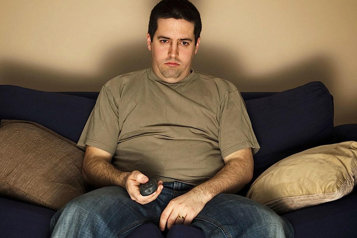 фото мужчина на диване