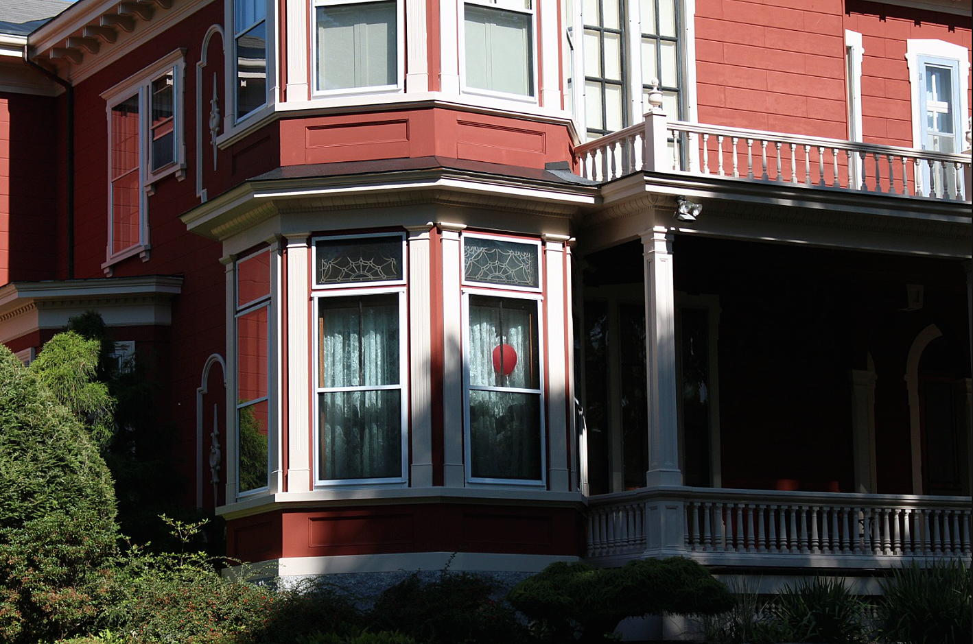 A Red Balloon Has Appeared Inside Stephen King's House