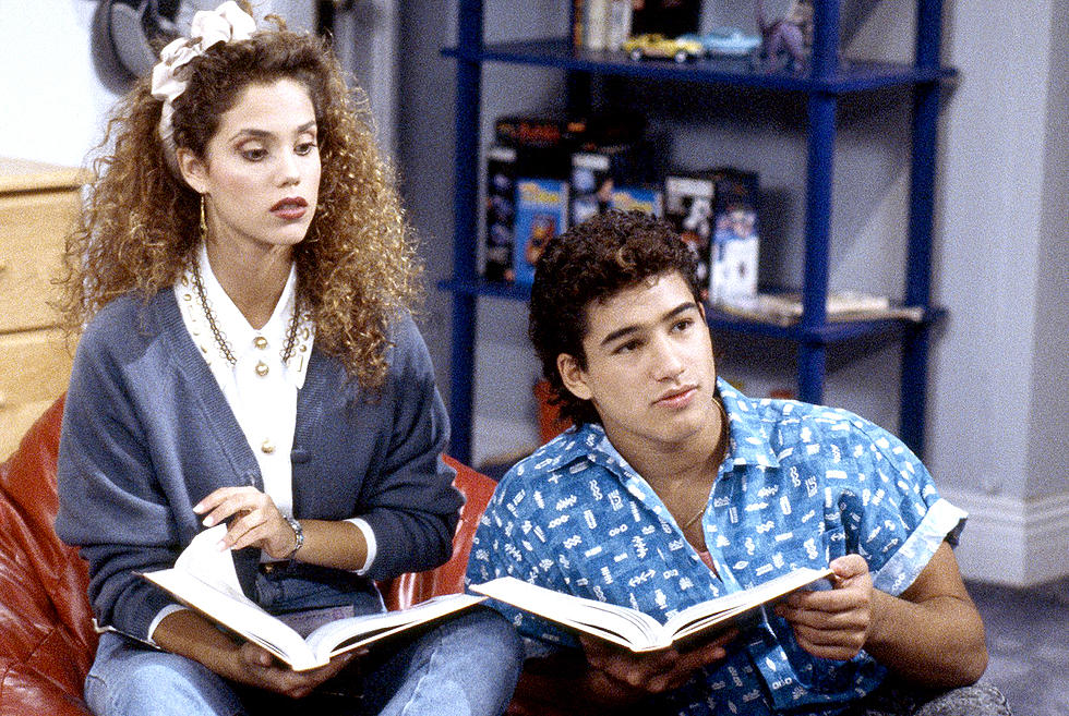 Slater And Jessie Are All Grown Up In Saved By The Bell Trailer