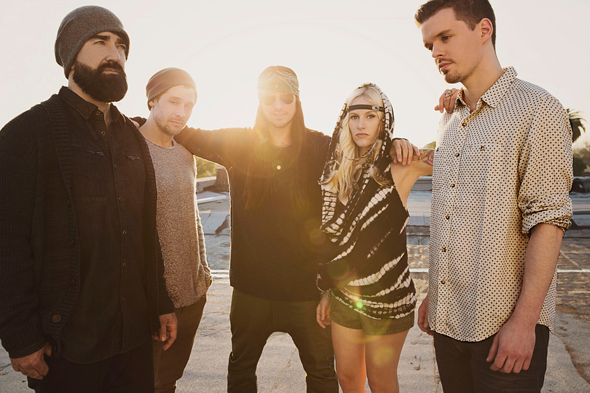 walkofftheearth ColumbiaRecords jpg?w=1200&h=0&zc=1&s=0&a=t&q=89.