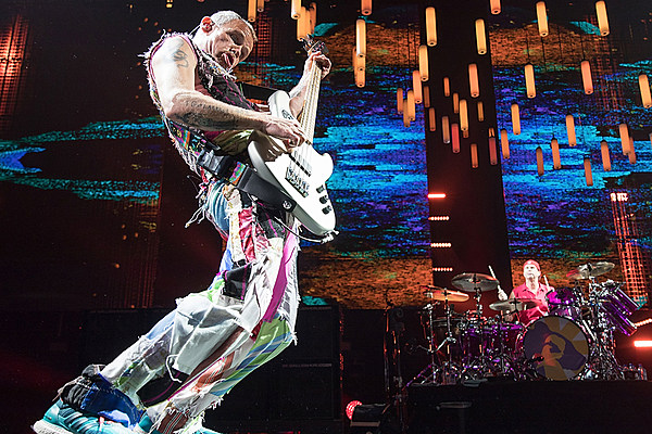 red hot chili peppers kick off getaway north american tour videos setlist. Black Bedroom Furniture Sets. Home Design Ideas