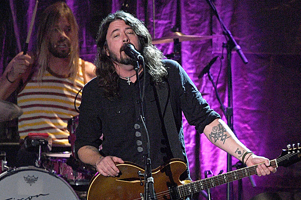 foo fighters share new music rip donald trump supporters during comeback show. Black Bedroom Furniture Sets. Home Design Ideas