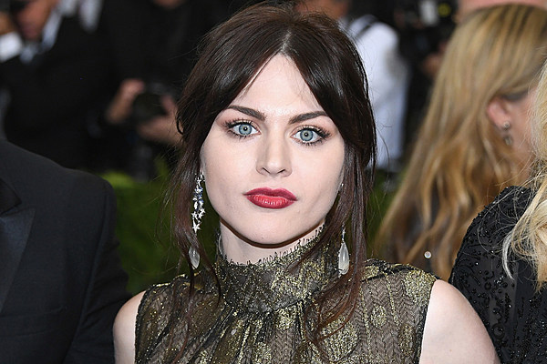 Frances Bean Cobain Sets Up Cooking Instagram Account