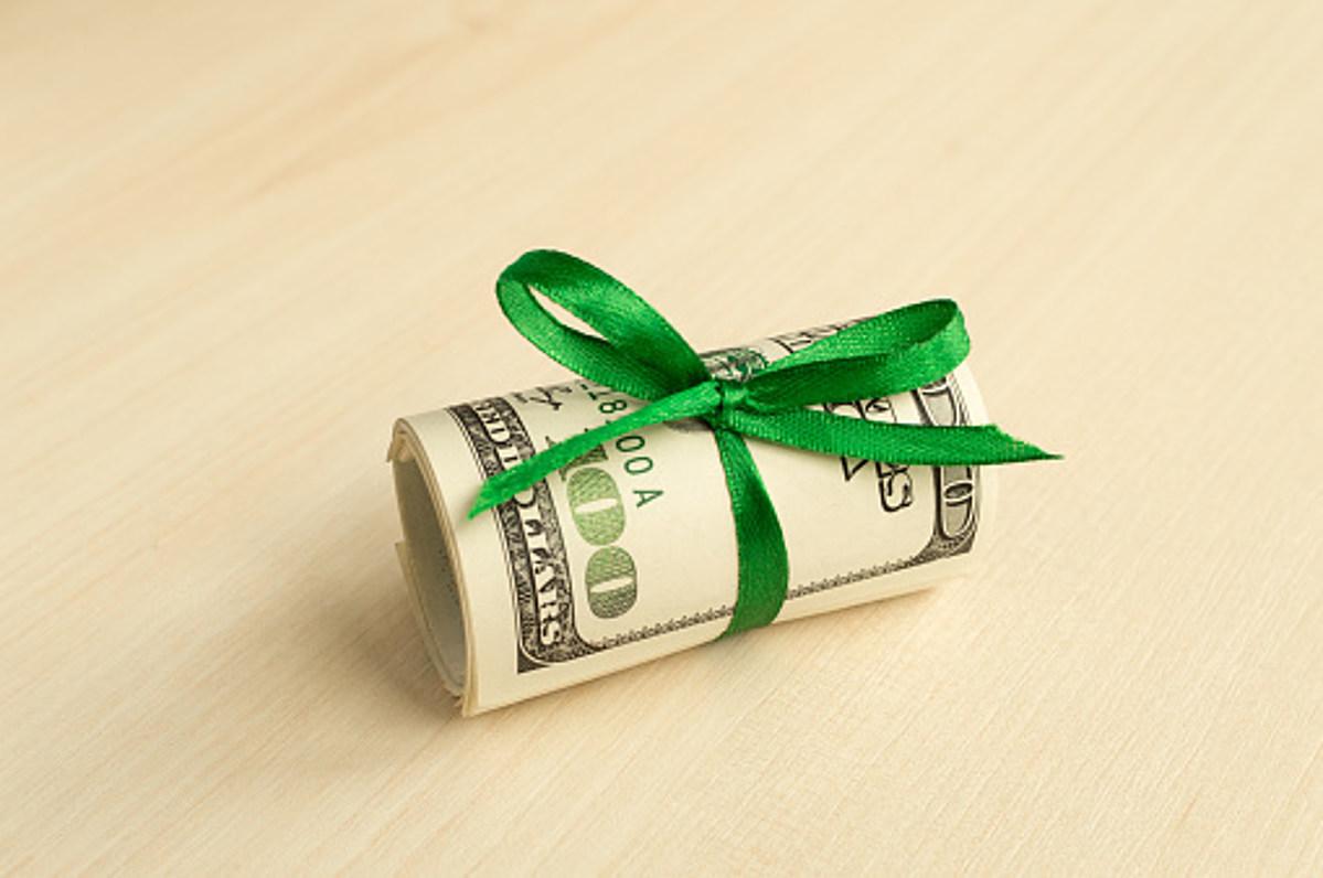 картинки деньги или подарок может просто