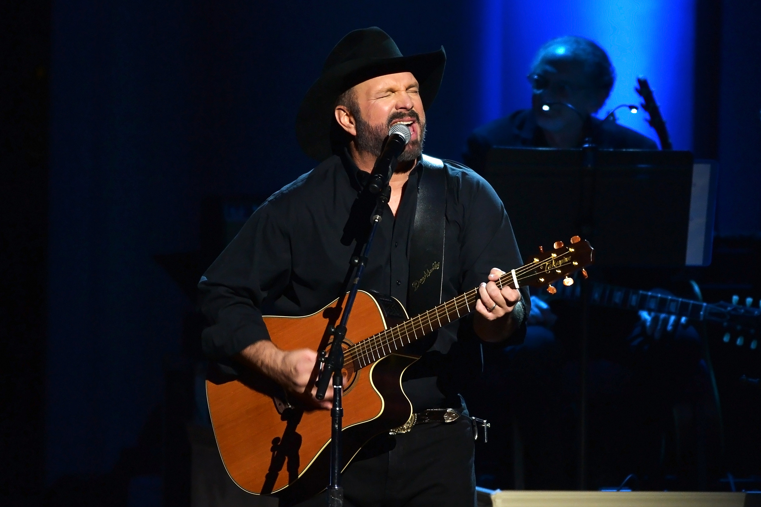 Garth Brooks To Play Drive In Theater Concert