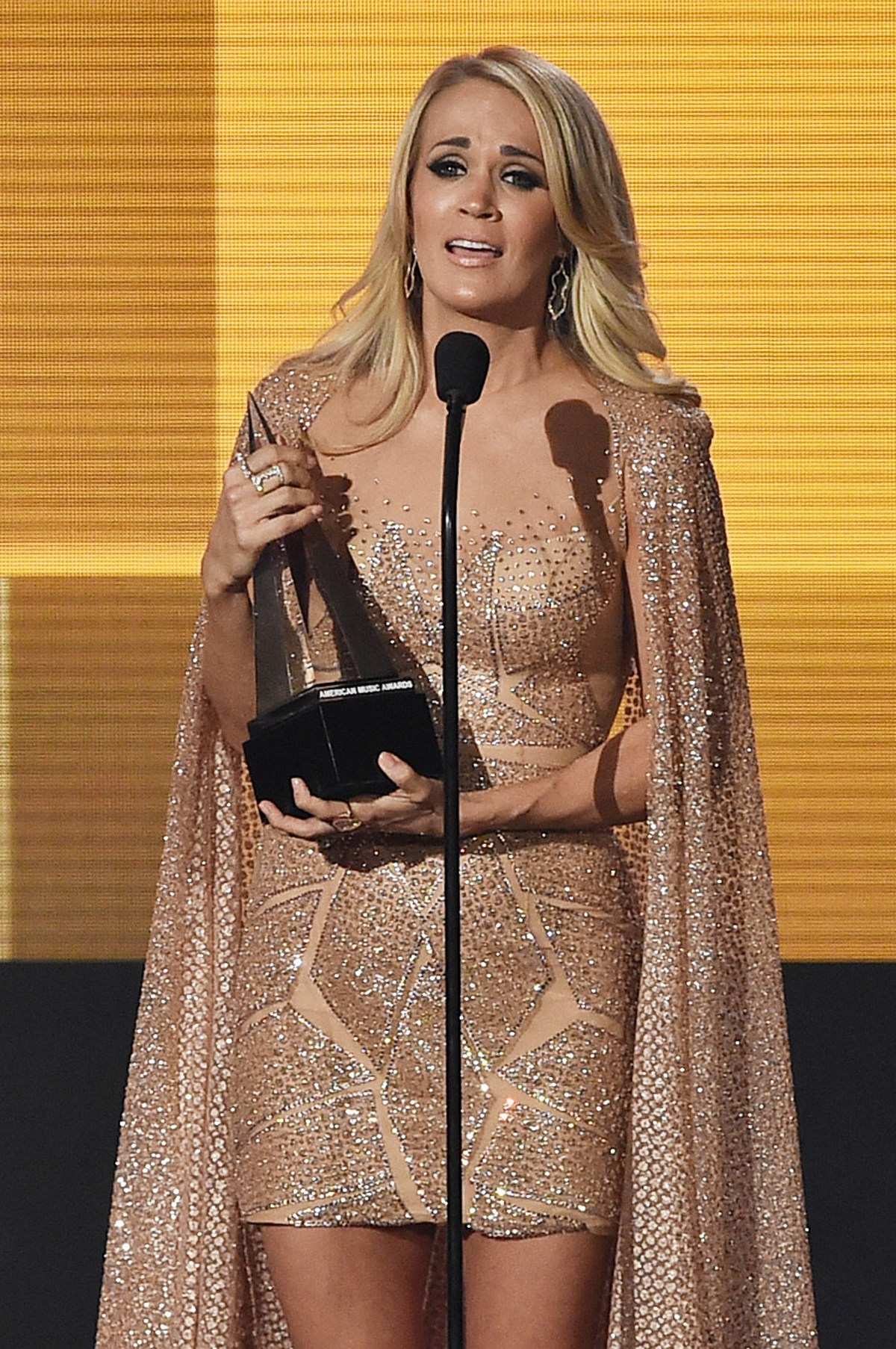 Carrie Underwood Wins Favorite Female Artist Country at AMAs