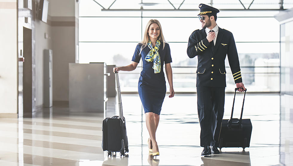 "Résultat de recherche d'images pour ""male and female flight attendants"""