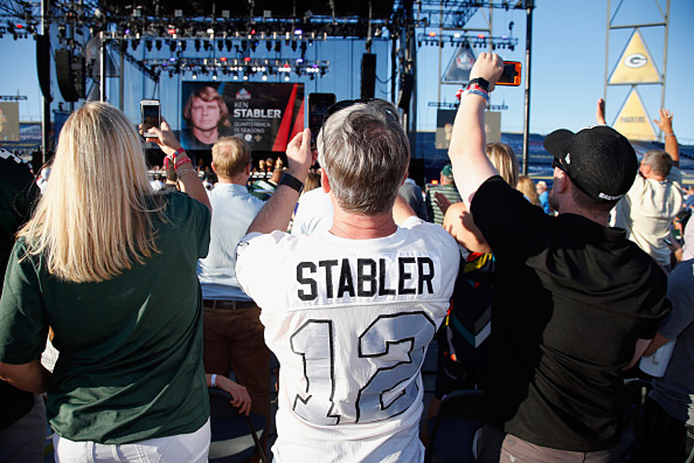 buy popular 0c9a3 c42f8 Ken Stabler's Daughter Convinces Fan Not to Burn Father's QB ...