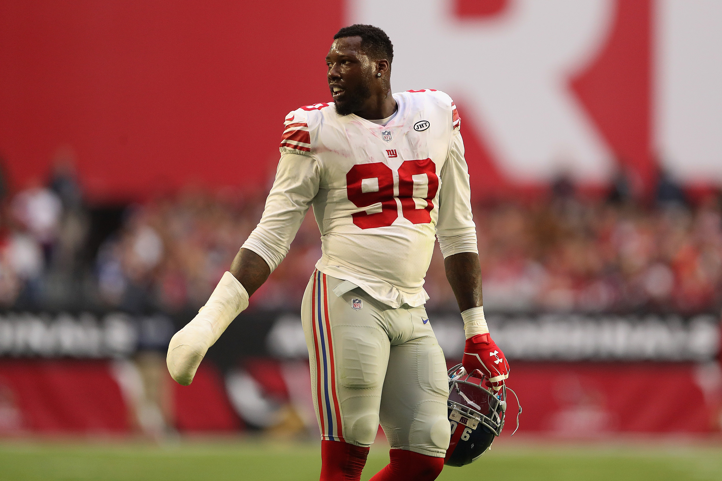 the latest 1ba52 be081 Giants Trade Pierre-Paul to Bucs for Draft Picks