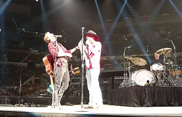Kevin Fowler Christens Dierks Bentley An Honorary Texan