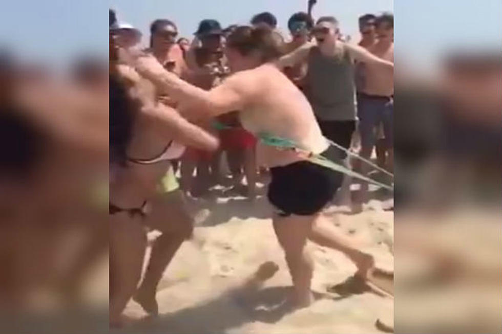 Chick Loses Her Top During a Fight at the Beach