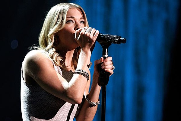 Enlightone: LeAnn Rimes Set To 'Flip The Switch' As 'Opry Goes Pink