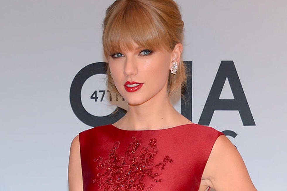 Taylor Swift Joined By Country Legends for 'Red' at 2013 CMA Awards