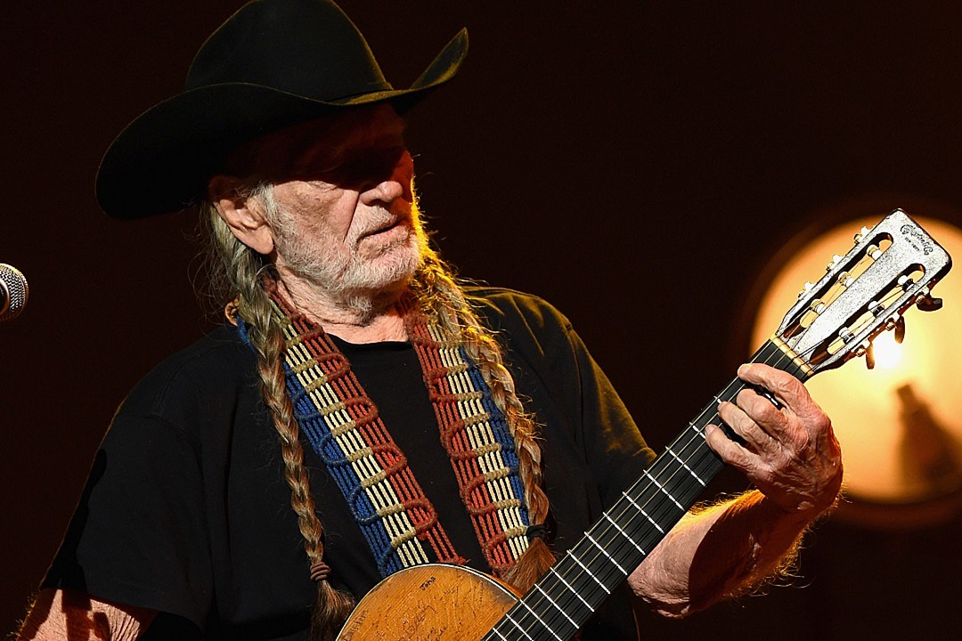 Willie Nelson's Brother Ira Dead at 77