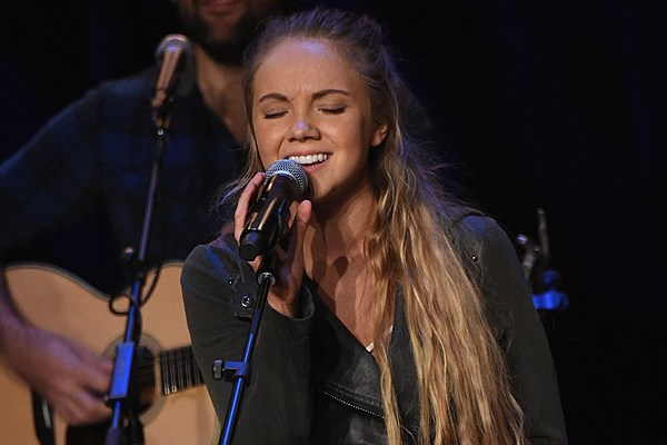 Story Behind The Song Danielle Bradbery Sway