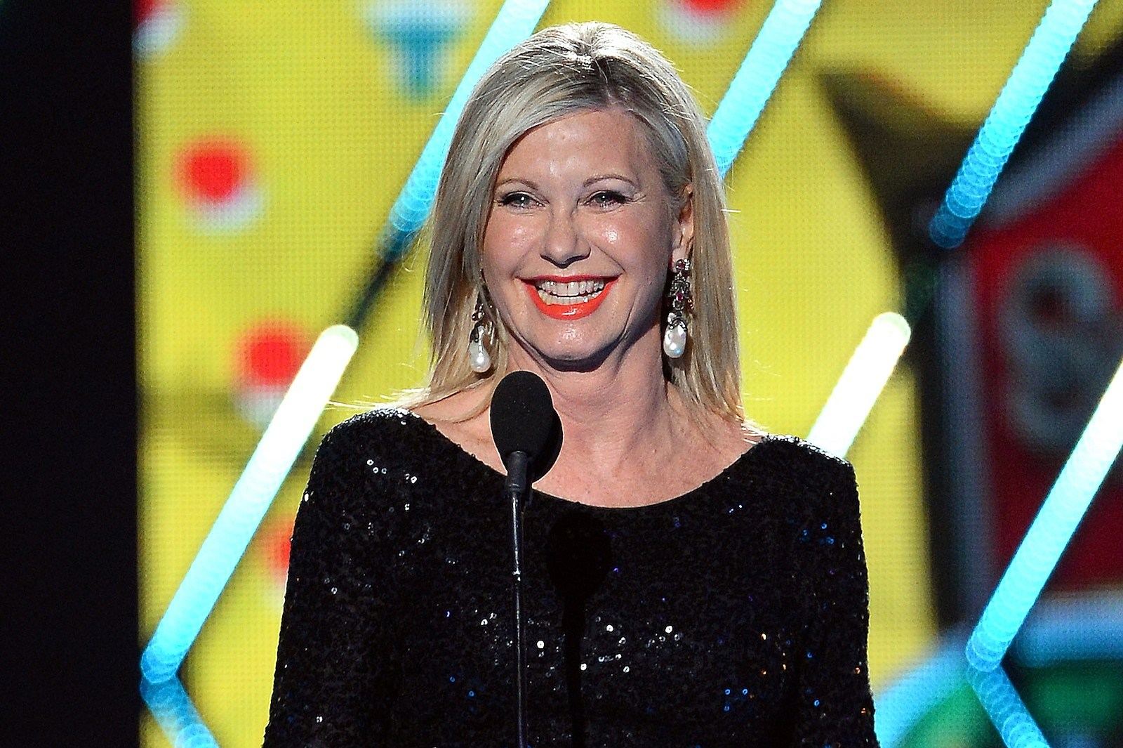 Olivia Newton John Dispels Rumors That She S Close To Death