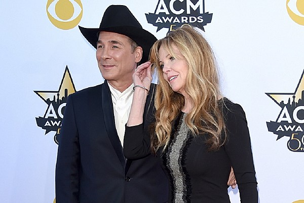 Wife of clint black