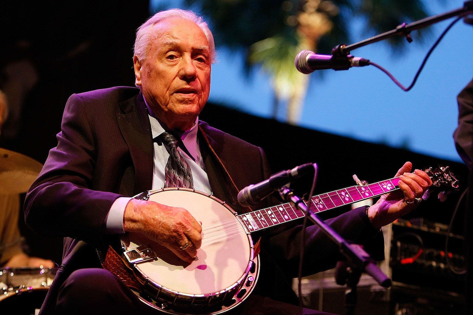 Earl Scruggs Celebrated With Google Doodle