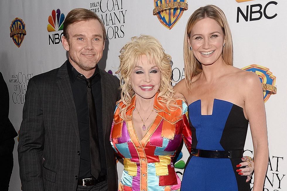 Nbc Christmas Of Many Colors.Dolly Parton Christmas Of Many Colors Is Very Emotional