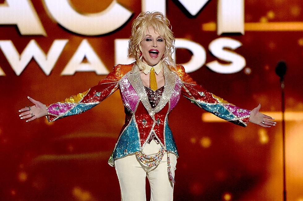 Dolly Parton Christmas.Dolly Parton S Christmas Of Many Colors Wins Two Awards