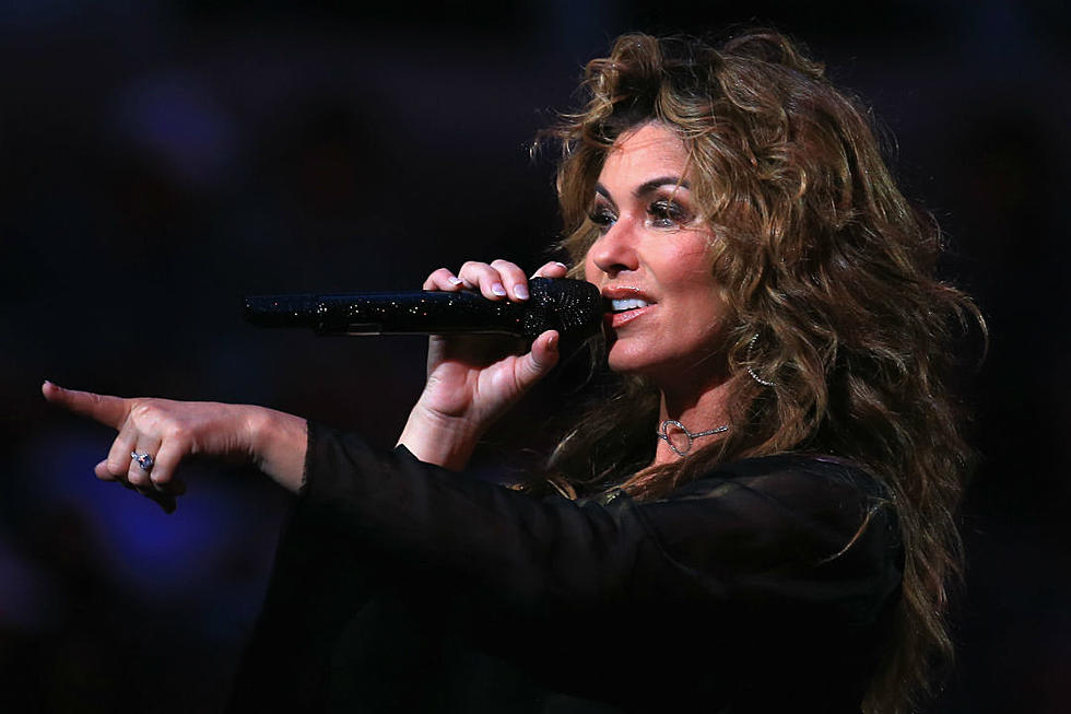 86e3ee5c12 Shania Twain Dishes on How Brad Pitt Inspired  That Don t Impress Me Much