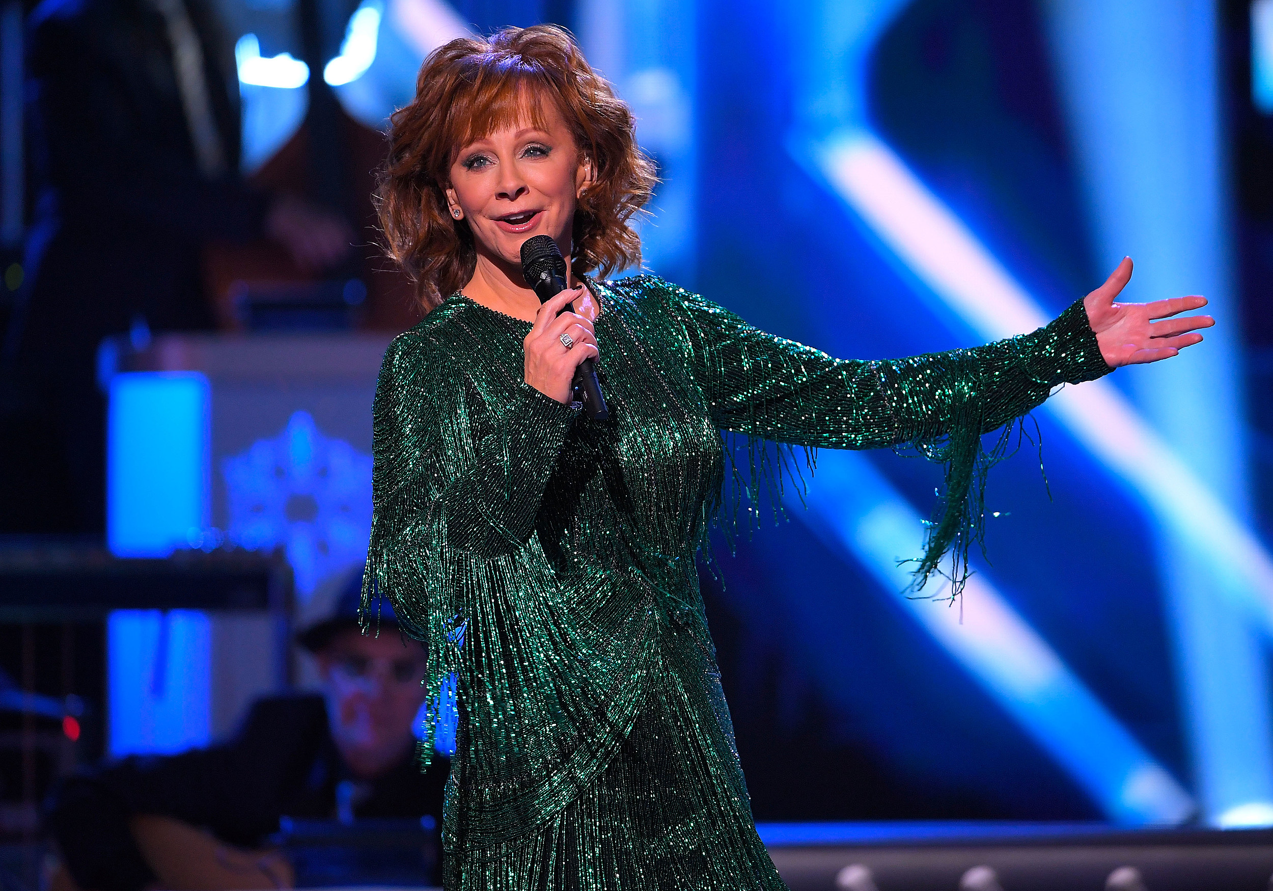 Cma Christmas Show 2019 Reba McEntire Returning as 'CMA Country Christmas' Host in 2018