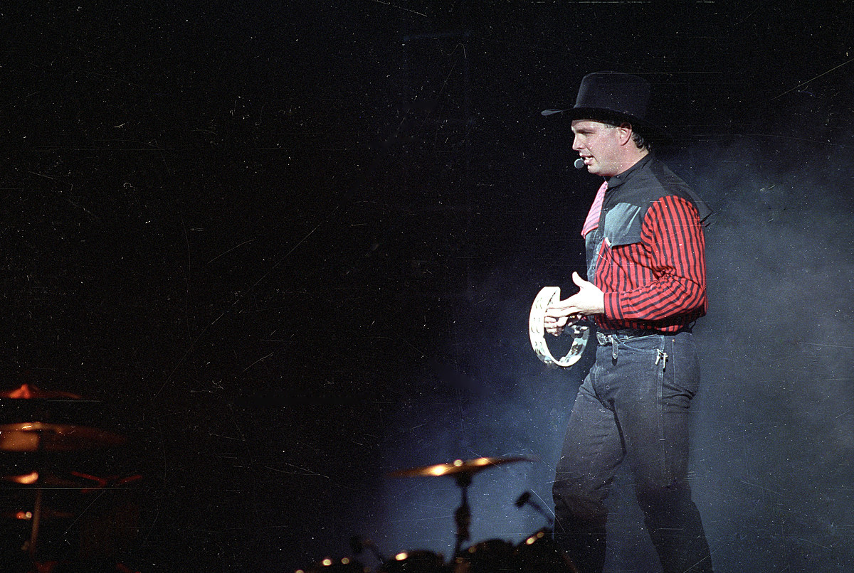 25 Little-Known Tidbits About Country Icon Garth Brooks