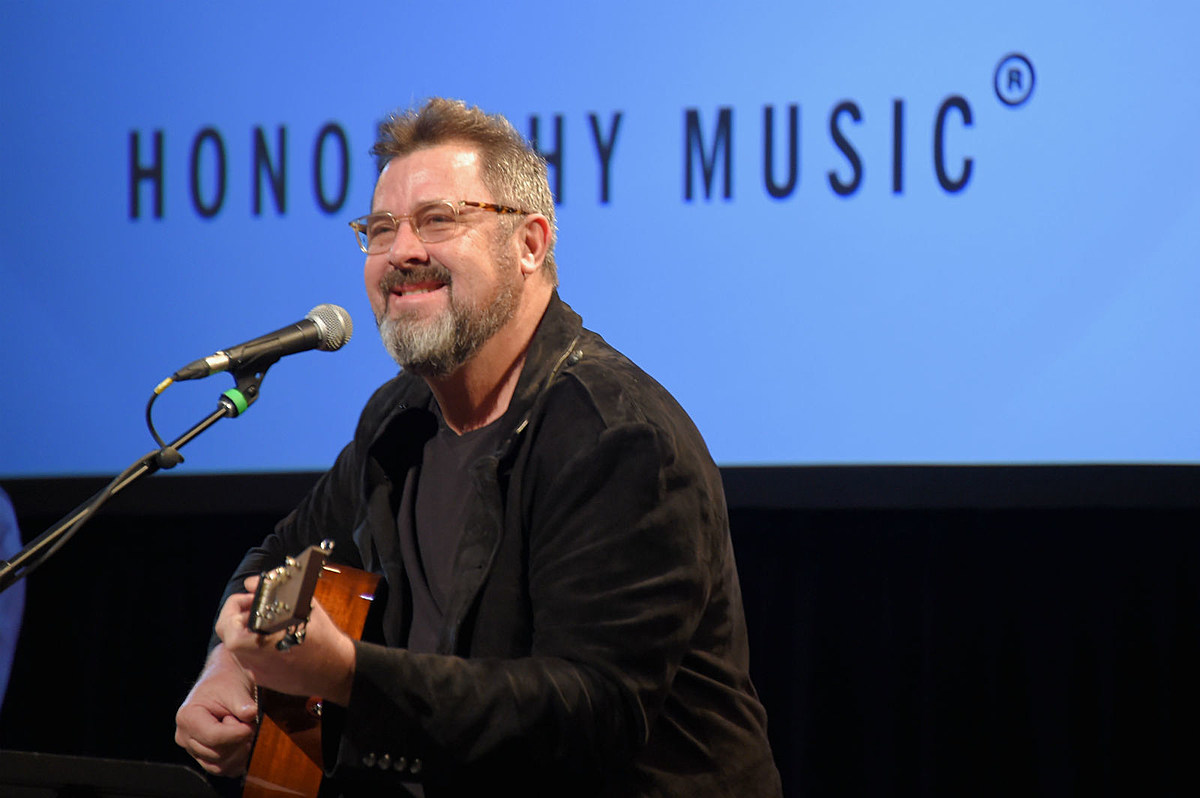 Vince Gill Reflects on Country Music's Cyclical Nature: 'The Circle Is Never Unbroken'