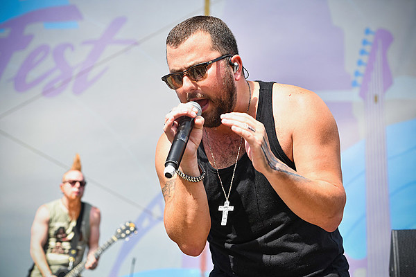 Tyler Farr Keeps it Real in 'Love By the Moon' Music Video