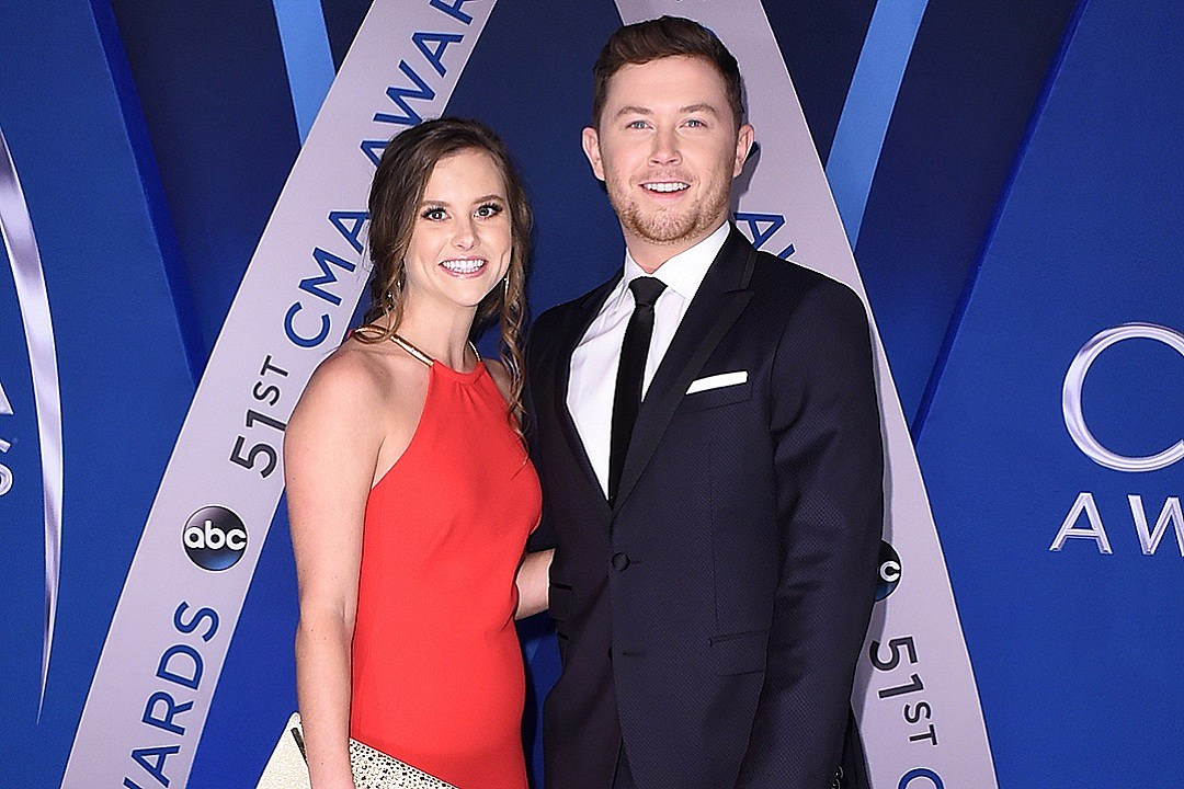 Whose scotty mccreery dating anyone