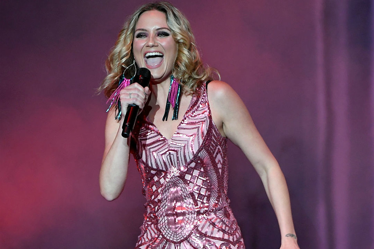 News Roundup: Jennifer Nettles Singing at Kentucky Derby ...
