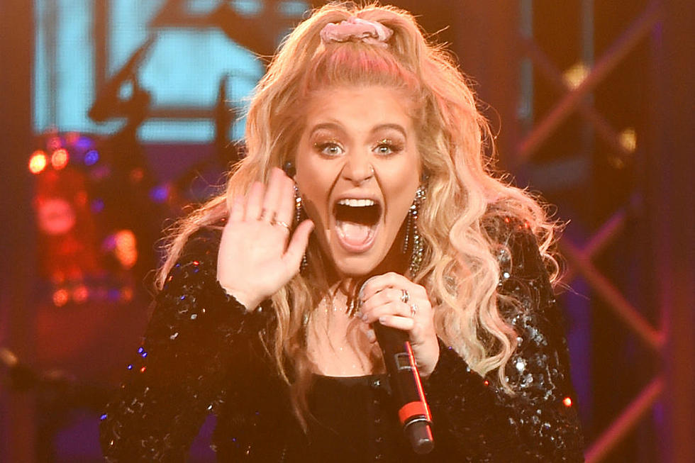 Which 'Ladies in the '90s' Is Lauren Alaina Singing About?
