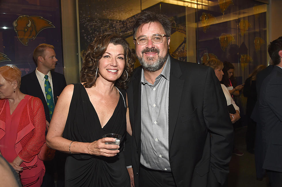 Amy Grant Christmas.Amy Grant Why Vince Gill Is So Tough To Shop For On Christmas